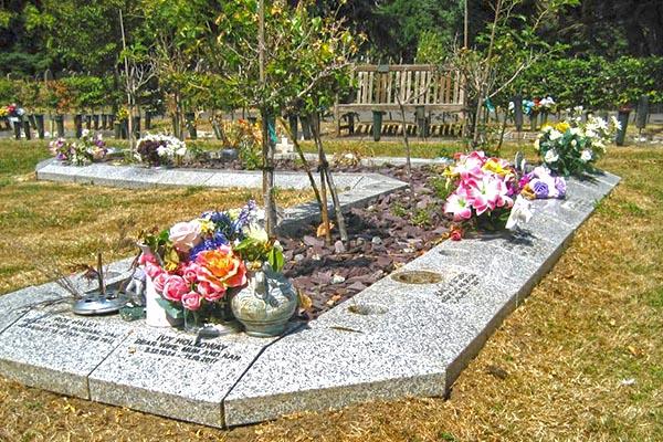 Vase block memorial